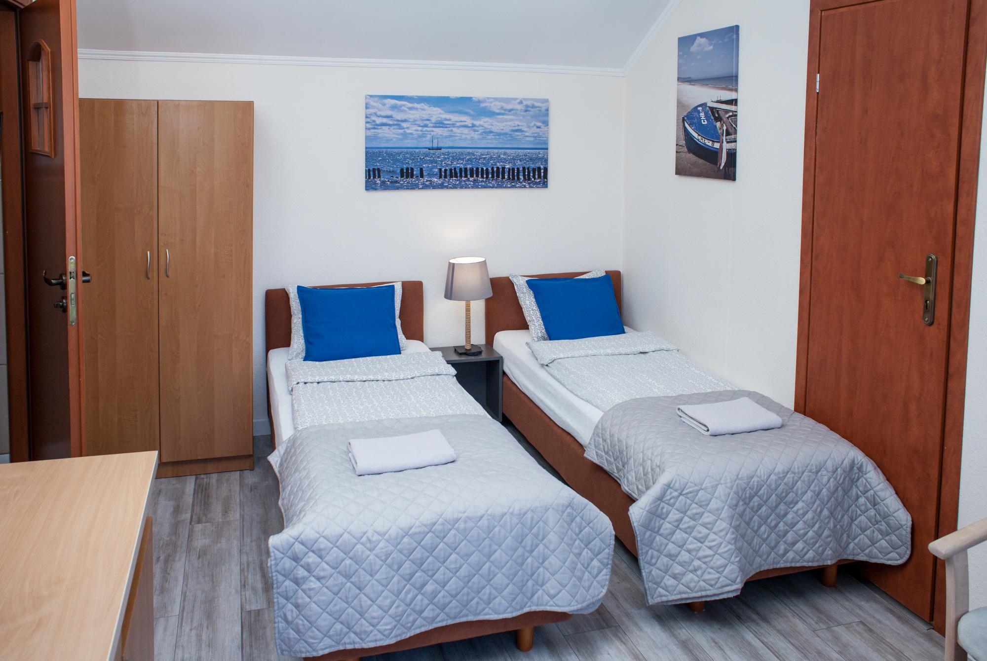 osobne łóżka w pokoju 2 os